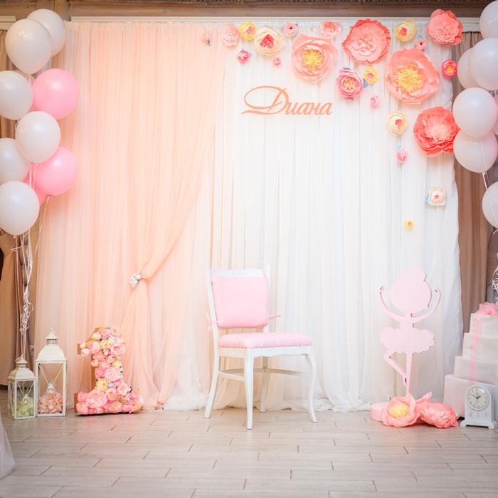 Фотозона 🌸 Детская фотозона для девочки в персиковом цвете в ресторане «Три Мушкетера» 🎈 аренда в Киеве