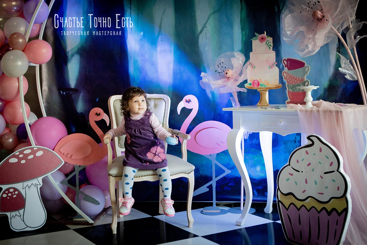 Фотозона 🌸Фотозона «Алиса в стране чудес»😼 аренда в Киеве