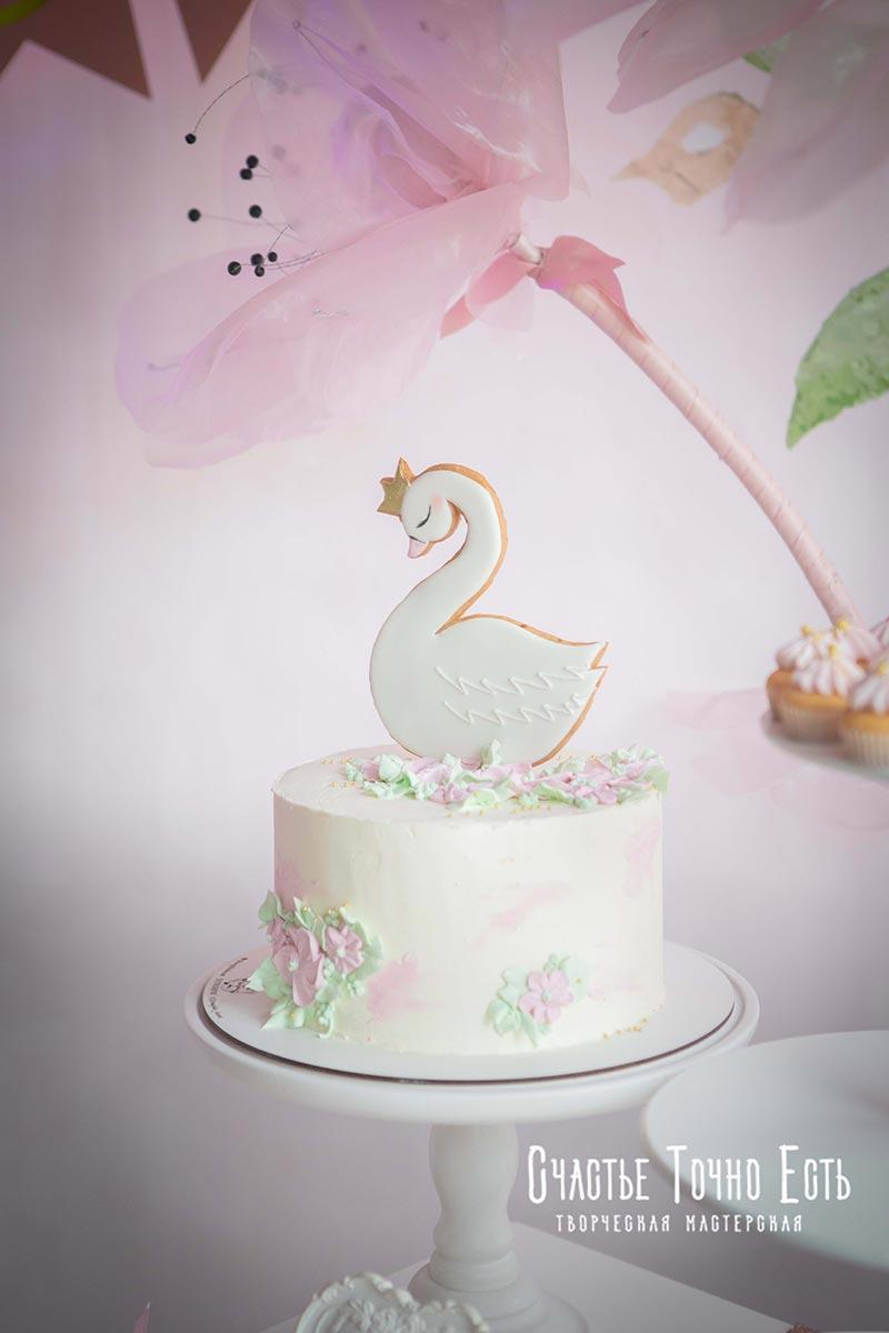 Торт лебедь на годик