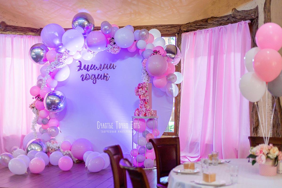 Фотозона 🍰 Фотозона на годик девочке 🎂 «Серебро с розовым» в ресторане Триполье 🍨 аренда в Киеве